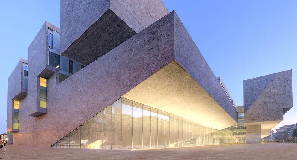 El estudio Grafton Architects abre una ventana a Milán en la Universidad Luigi Bocconi