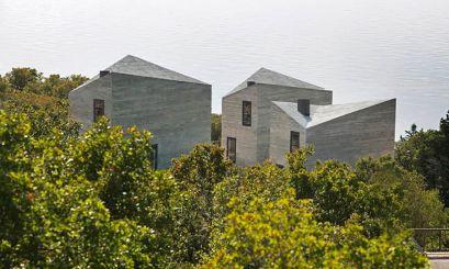 Arquitectura costera de hormigón visto