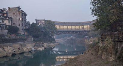 Arquitectura bifuncional: puente-Museo en Jishou, China