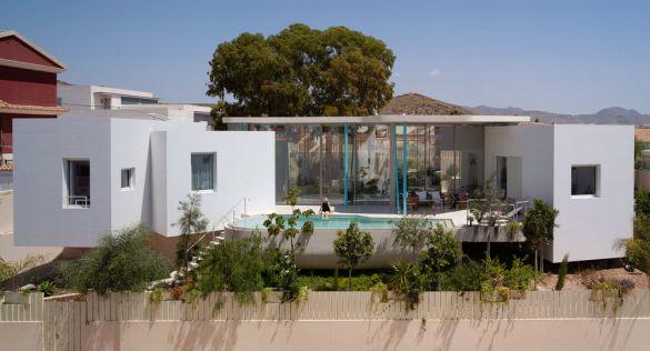 Casa Dos Lenguajes: simbiosis entre topografía y arquitectura