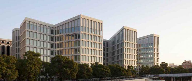 Oficinas para Consejería de Fomento y Vivienda, por Cruz y Ortiz Arquitectura