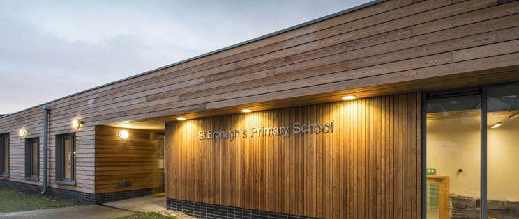 La St. Bronagh's Primary School de Rostrevor, Irlanda del Norte, denominada edificio del año en los RSUA Awards 2018.