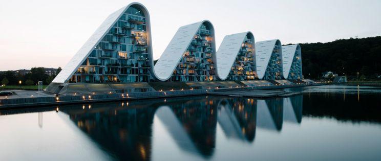 Las nuevas montañas del fiordo de Vejle: La Ola (The Wave) de Henning-Larsen architects
