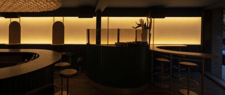 Proyecto Minéral de Blanchette Architectes: sonido, color y materiales nobles