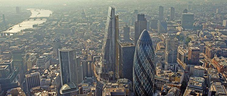 Un rallador de queso ha aparecido en la City londinense