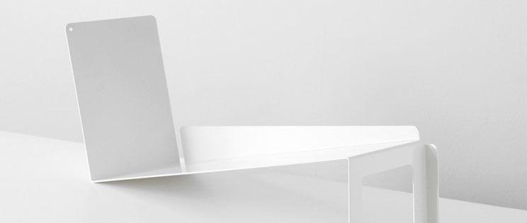Sebastian Bergne diseña una estantería flotante