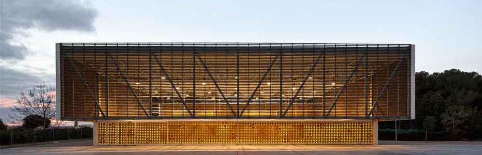 Pabellón multiusos 'Escola Gavina', por Gradolí & Sanz Arquitectos